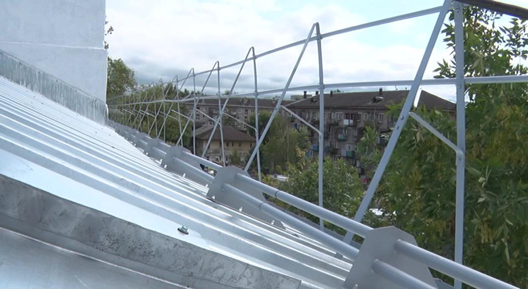 Завершили раньше срока: в Ярославле проинспектировали дом после капремонта крыши