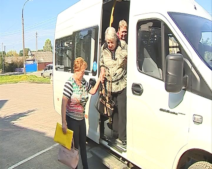 В Борисоглебском районе пенсионеров до больниц перевозят на специальных автобусах