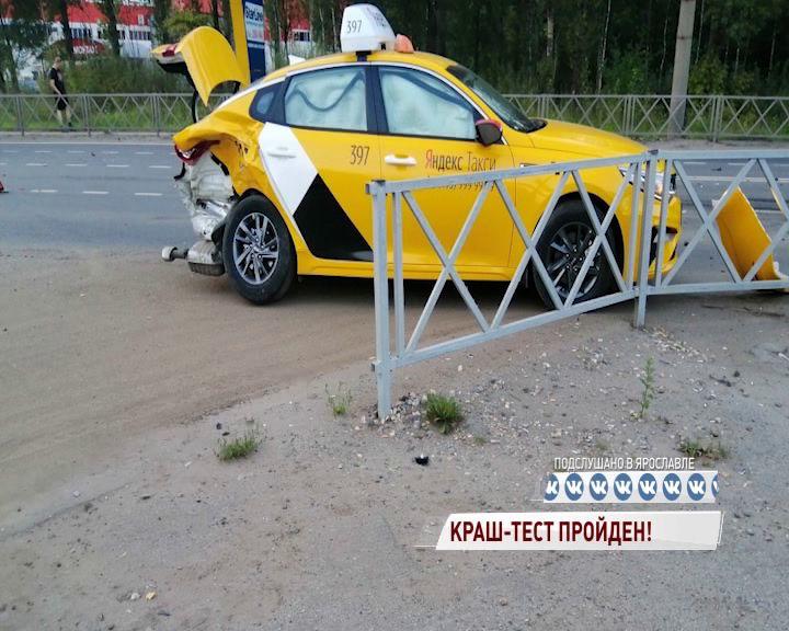 В Ярославле произошло тройное ДТП с участием такси