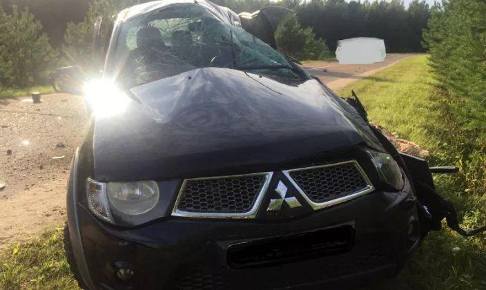 В Любимском районе перевернулась иномарка: есть погибший