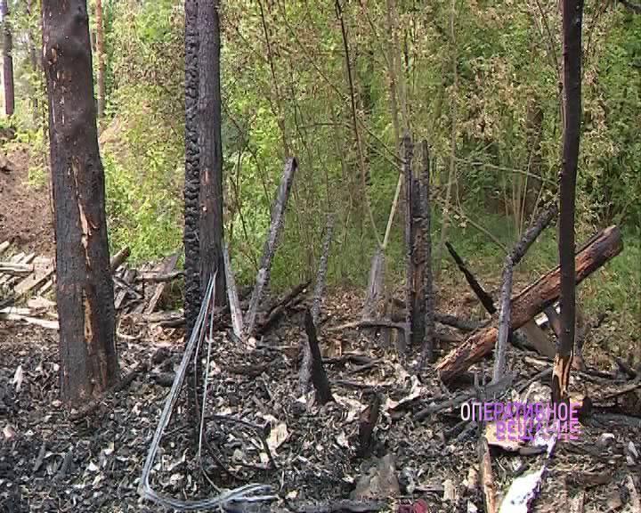 В Ярославле на Клубной дотла выгорел деревянный дом