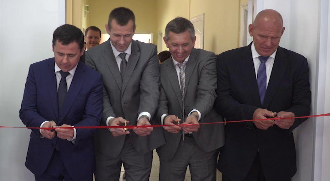 На открытие нового зала борьбы в Туношне приехал олимпийский чемпион Александр Карелин