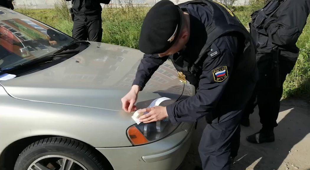 «Гражданина СССР» лишили автомобиля из-за долга перед российским банком