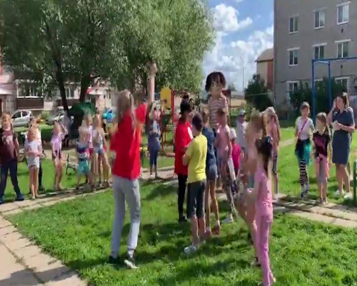 В Мышкине прошел уже традиционный для его жителей «День соседей»