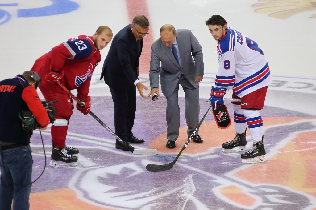ВИДЕО: Владимир Путин посетил раздевалку «Локо» после победы в первом матче Кубка мира