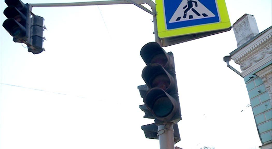 Штрафы и опоздания: светофор на перекрестке Октября и Победы не показывает зеленый