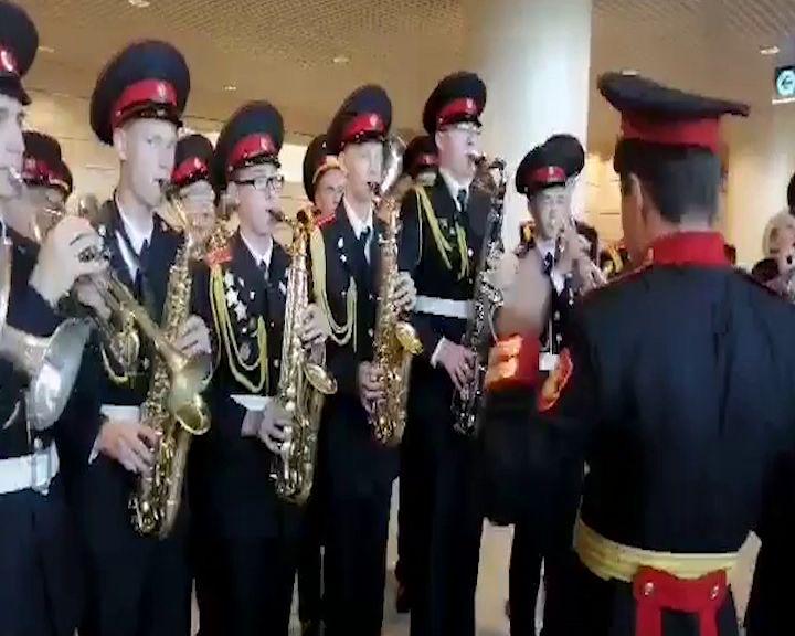 В московском аэропорту с оркестром и флагами встретили триумфаторов WorldSkills