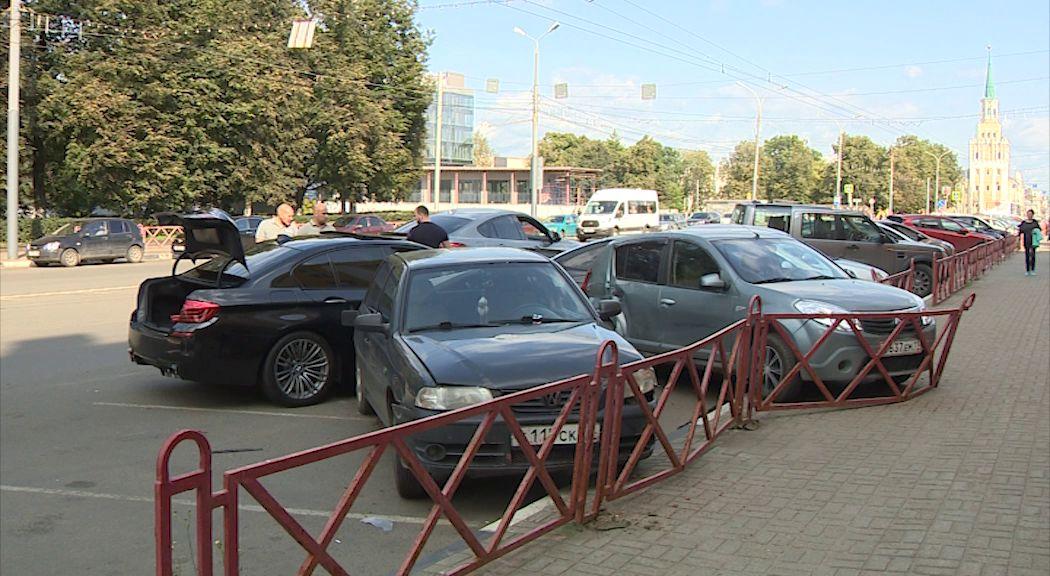 В Ярославле на Свободе «БМВ» протаранил шесть машин