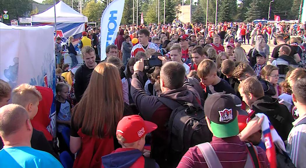 Конкурсы, подарки и концерт: «Локомотив» встретился с болельщиками в новом формате
