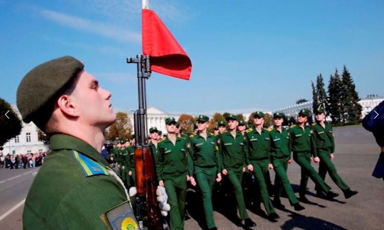 400 курсантов Ярославского военного училища приняли военную присягу
