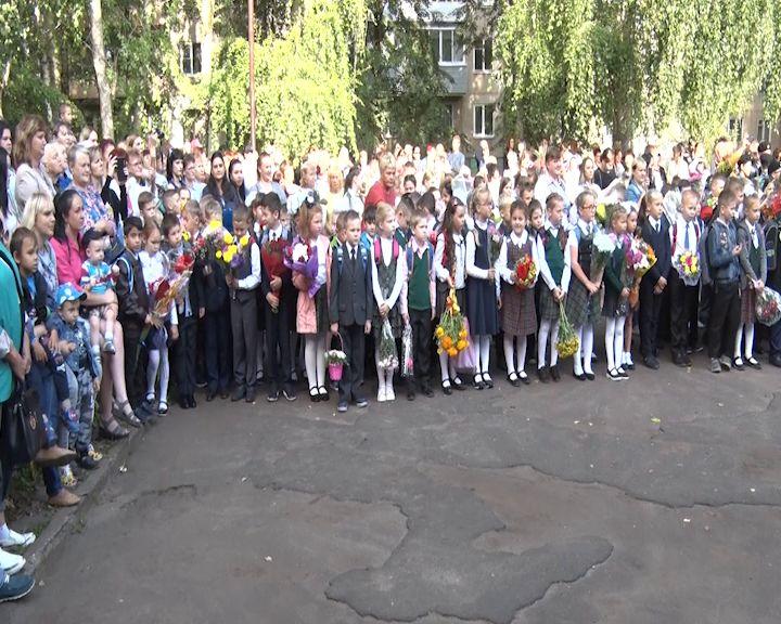 За парты в Ярославской области сядут 15 тысяч первоклашек