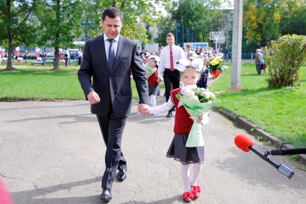 Дмитрий Миронов поздравил с началом учебного года ребят из школы №1 Гаврилов-Яма