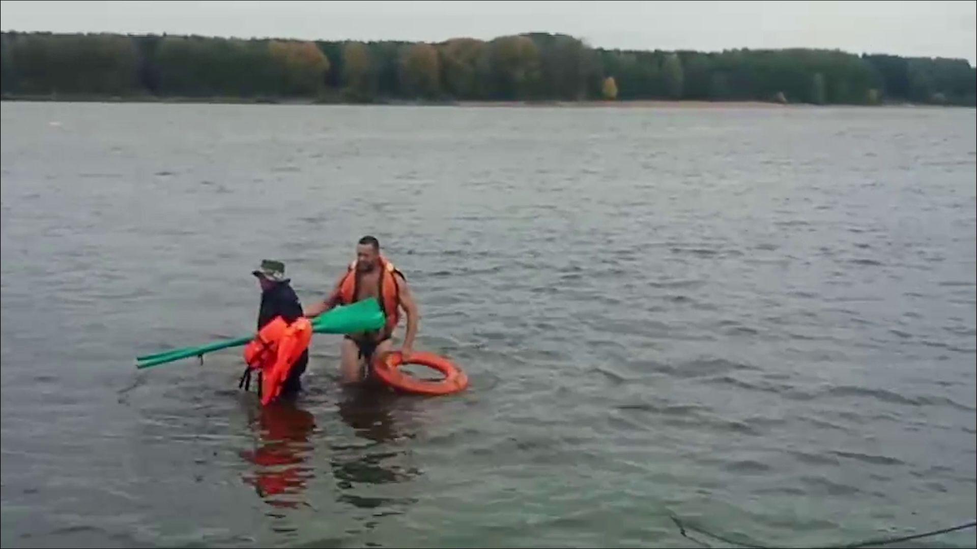 В Ярославле из Волги достали тонущего рыбака