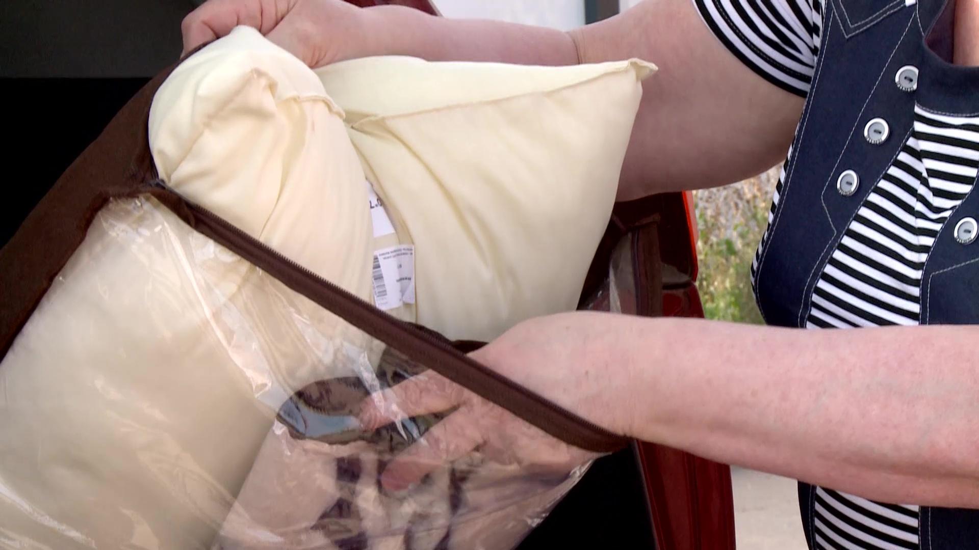 Пенсионерке из Ярославля продали покрывало и подушку в кредит за 60 тысяч рублей