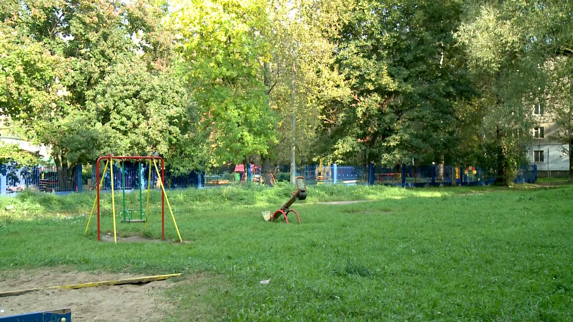 В одном из дворов Брагина демонтировали аварийную карусель
