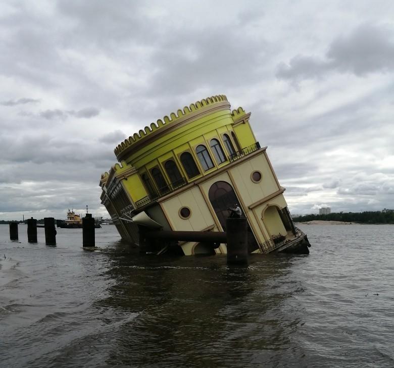 Появилось видео подводной съемки с затонувшего на Волге дебаркадера