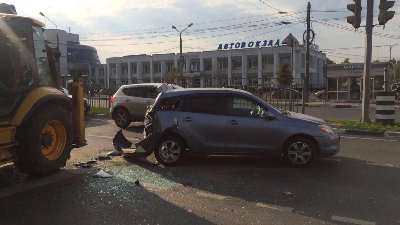 Из-за ДТП с трактором на Московском проспекте встали все троллейбусы