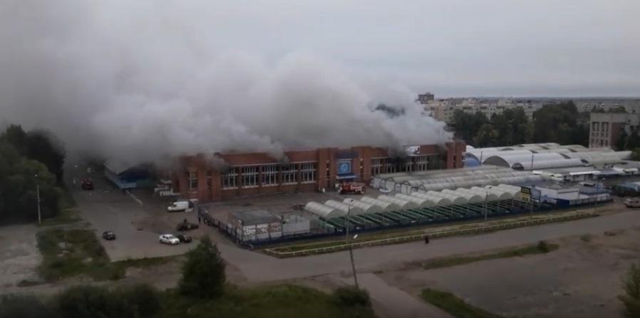 В Ярославле на площади 400 квадратов вспыхнул рынок Дзержинского района