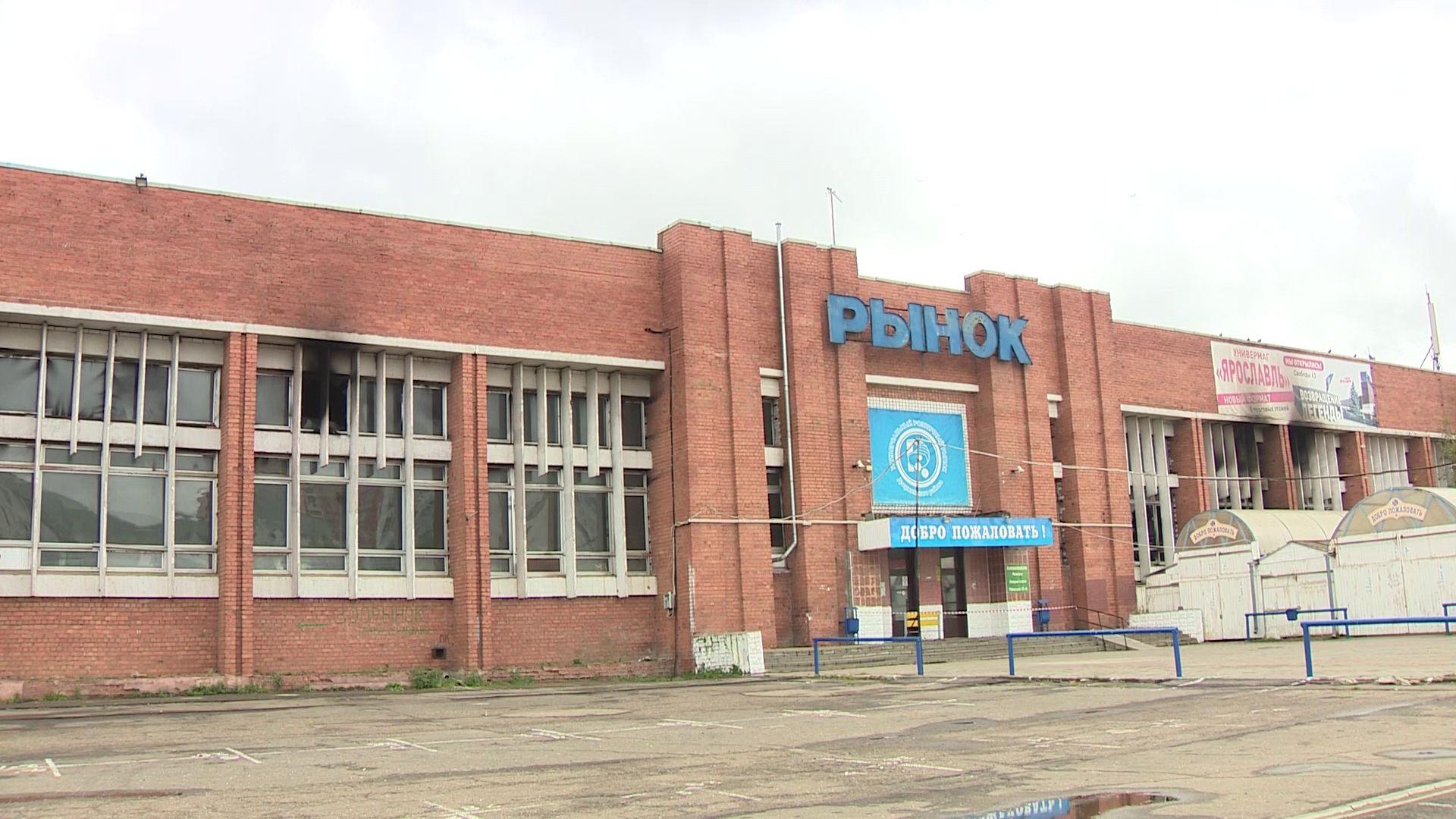 Пожар почти полностью уничтожил внутреннюю часть Дзержинского рынка