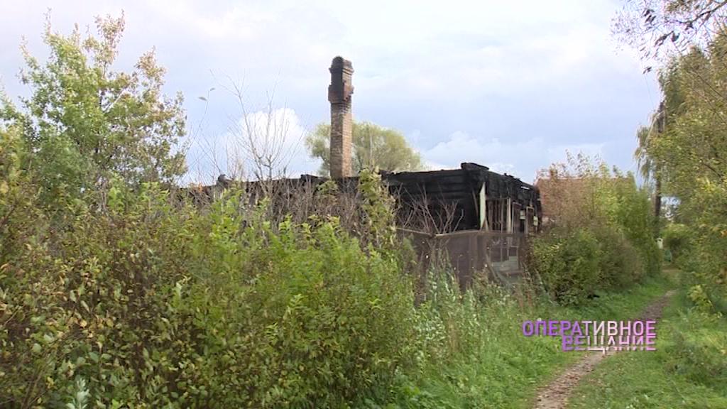 Пожарные четыре часа тушили частный дом в селе Устье Ярославского района