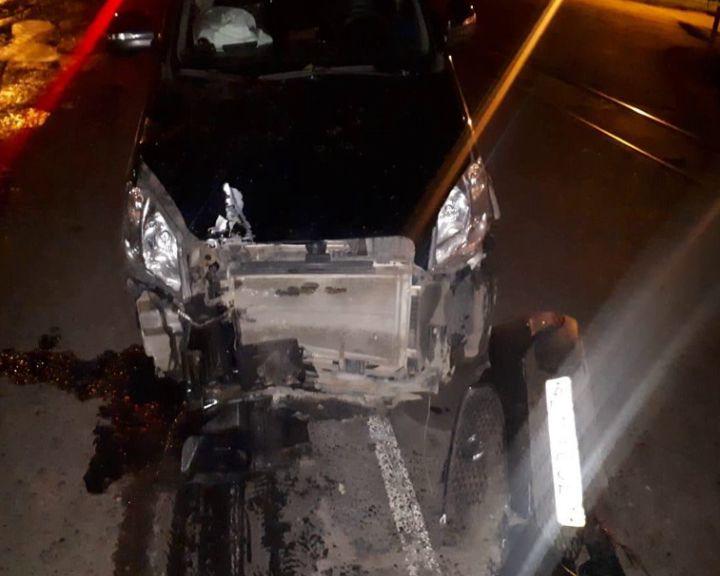 В Рыбинске водитель снес шлагбаум и светофор