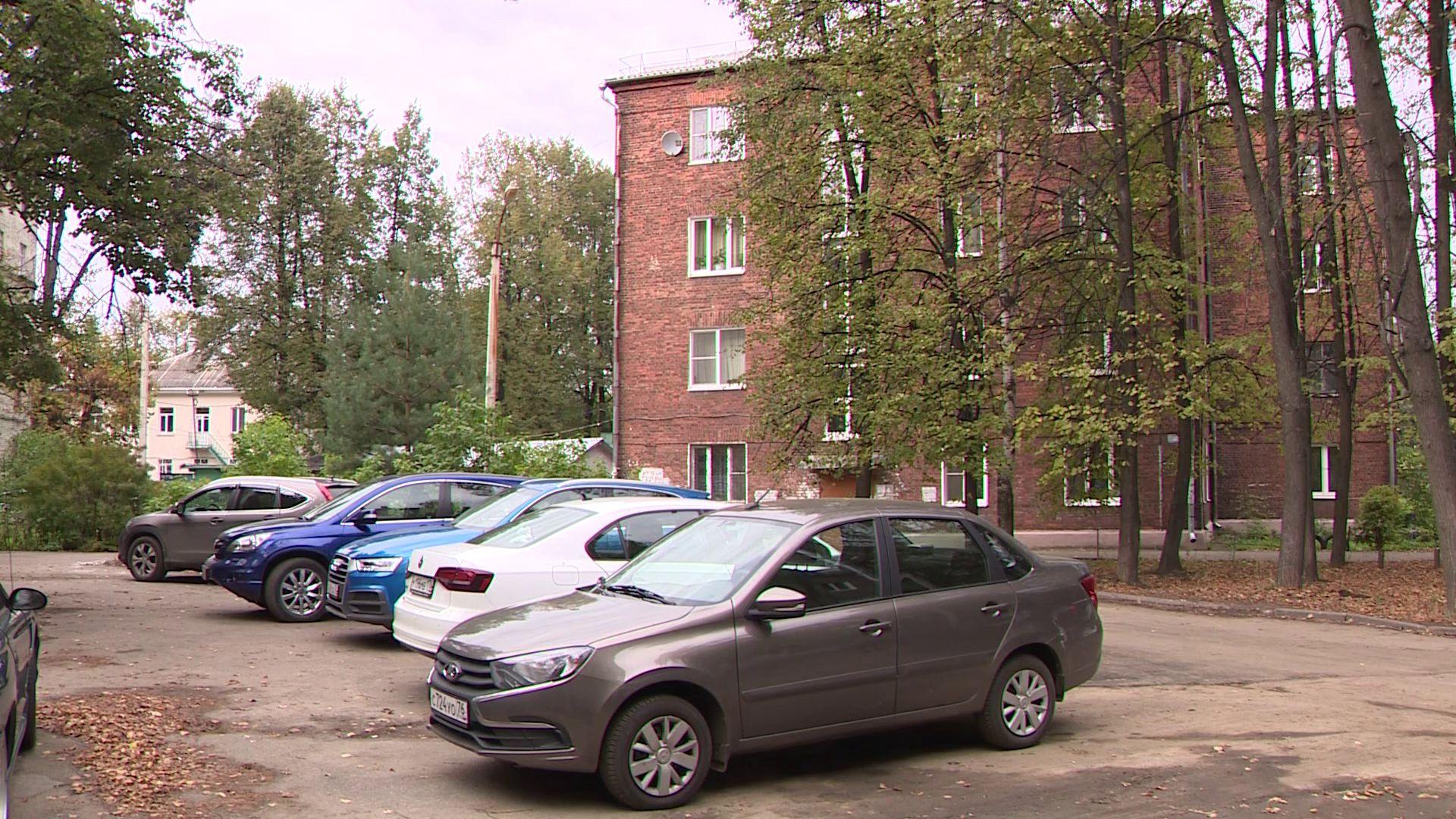 На проспекте Ленина началось благоустройство придомовой территории