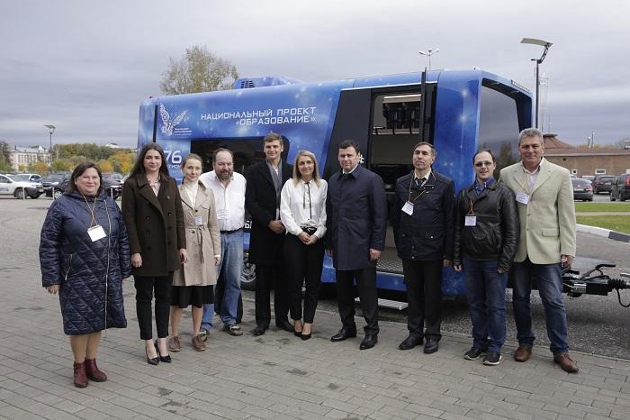 Дмитрий Миронов оценил первый мобильный детский технопарк «Кванториум»