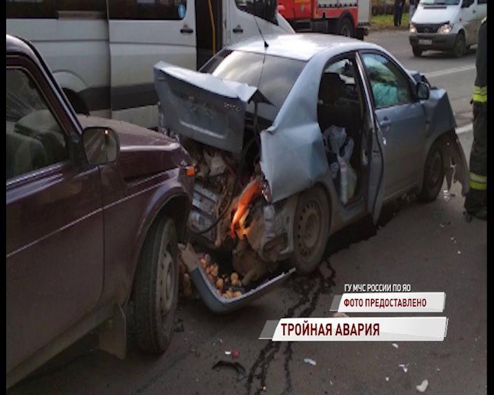 В Ярославле столкнулись сразу три машины