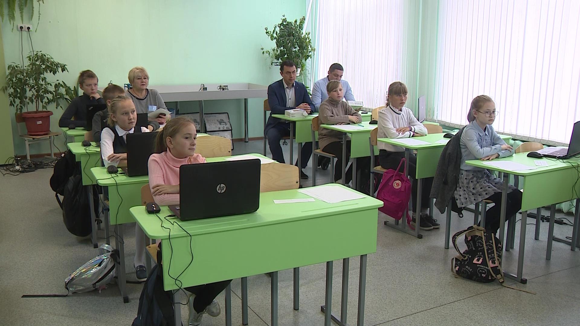 Мобильный детский технопарк начал путешествие по школам Ярославской области