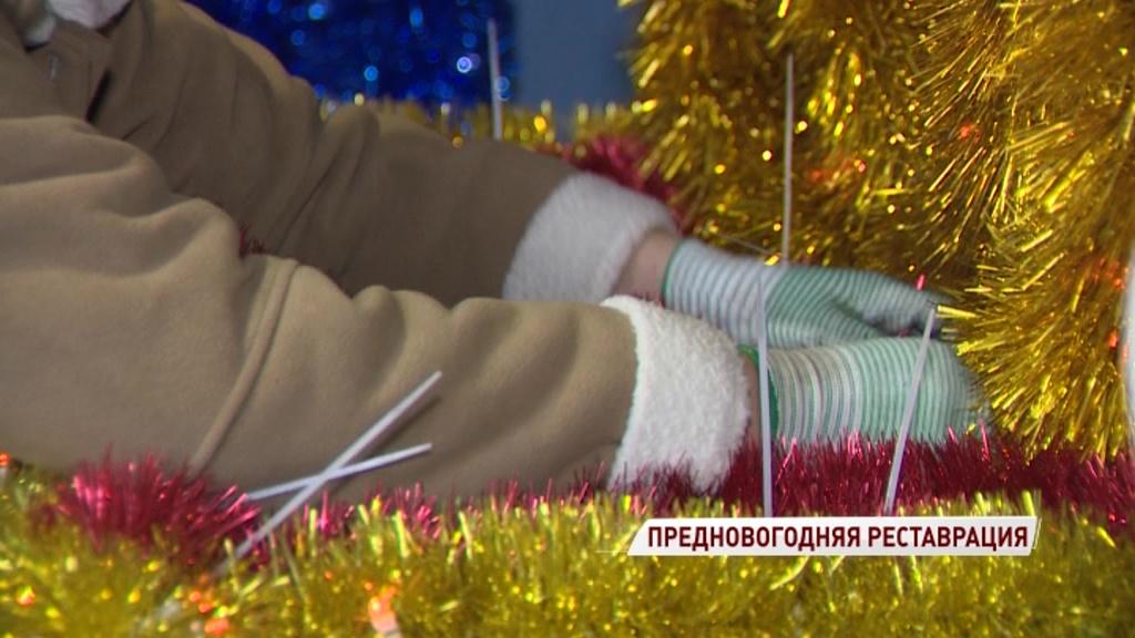 Специалисты приступили к реставрации гирлянд и игрушек, которые украсят Ярославль к Новому году