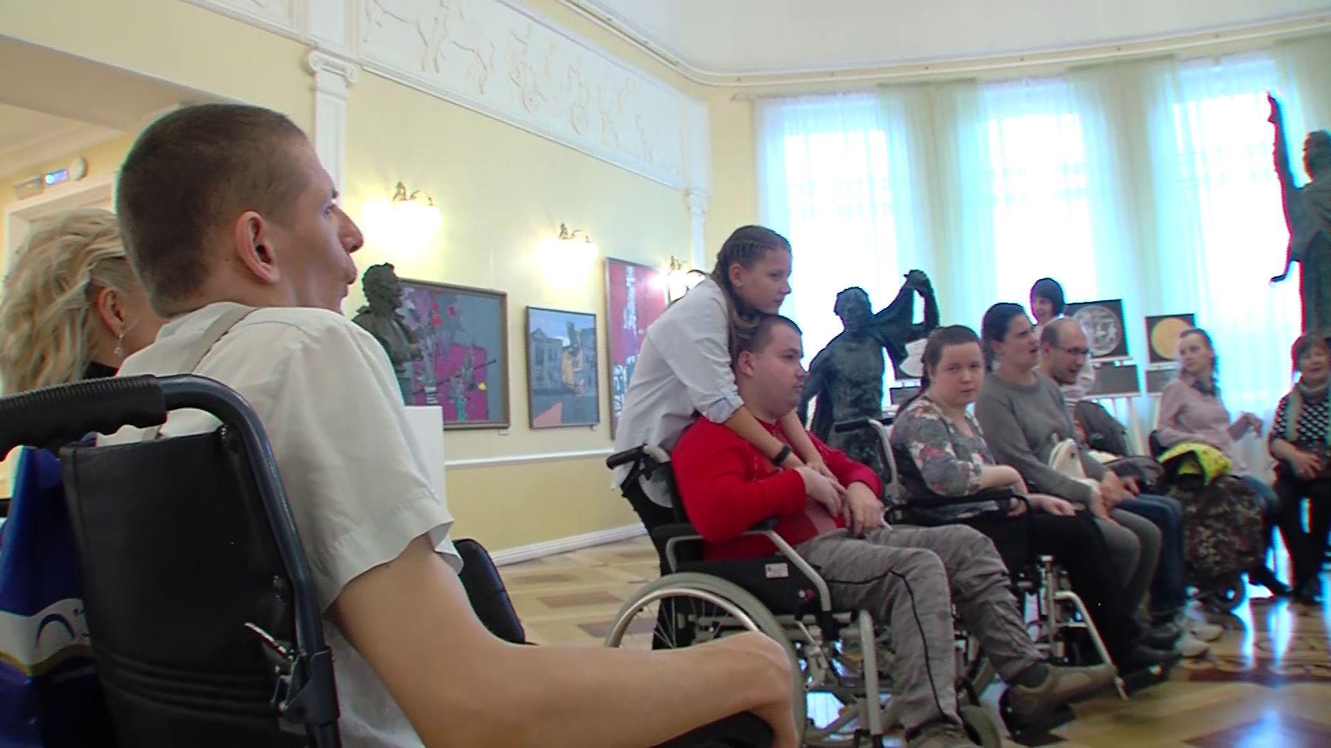 В Волковском люди с ограниченными возможностями увидели всю «театральную кухню»