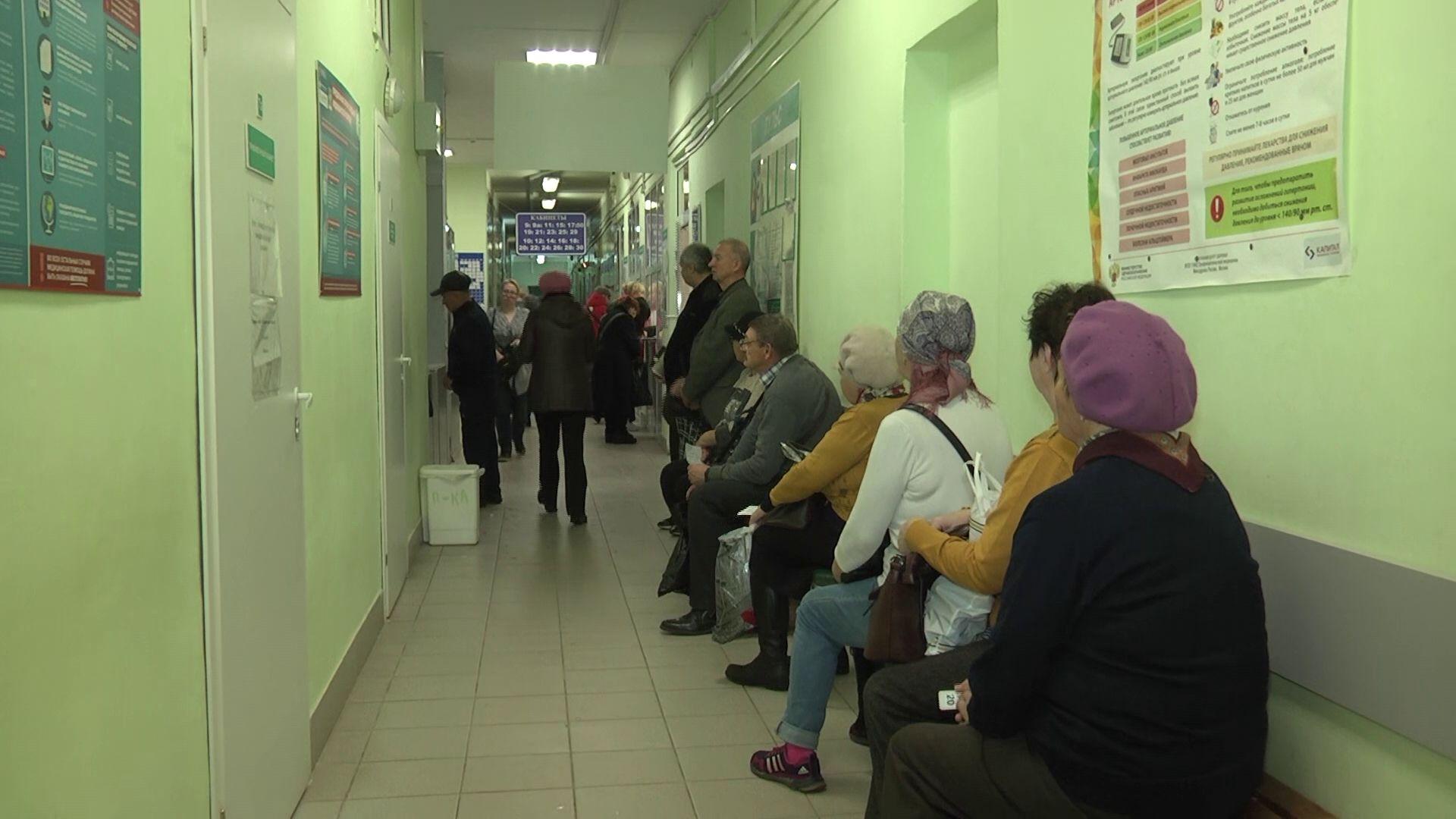 Депутаты облдумы проверили рыбинскую поликлинику