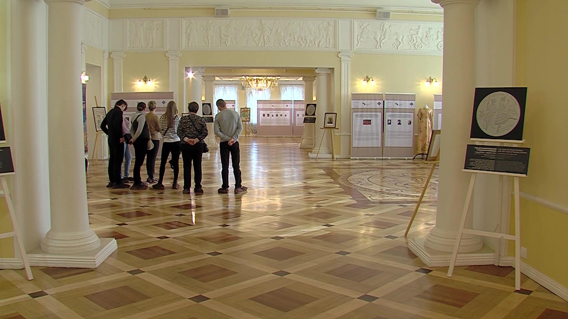 В фойе Первого Русского открылась выставка, посвященная истории театра