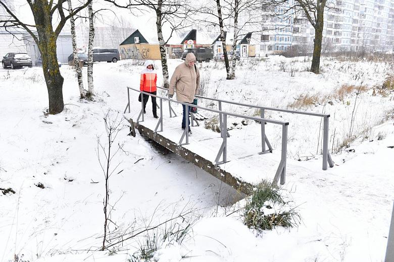 В Брагине отремонтировали два пешеходных мостика