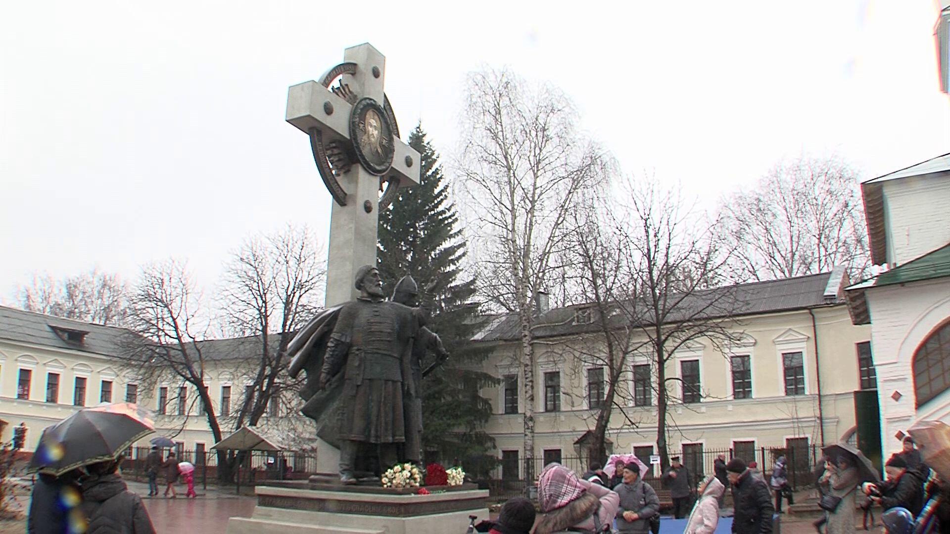 Третий в стране: в Ярославле открыли памятник Кузьме Минину и князю Дмитрию Пожарскому