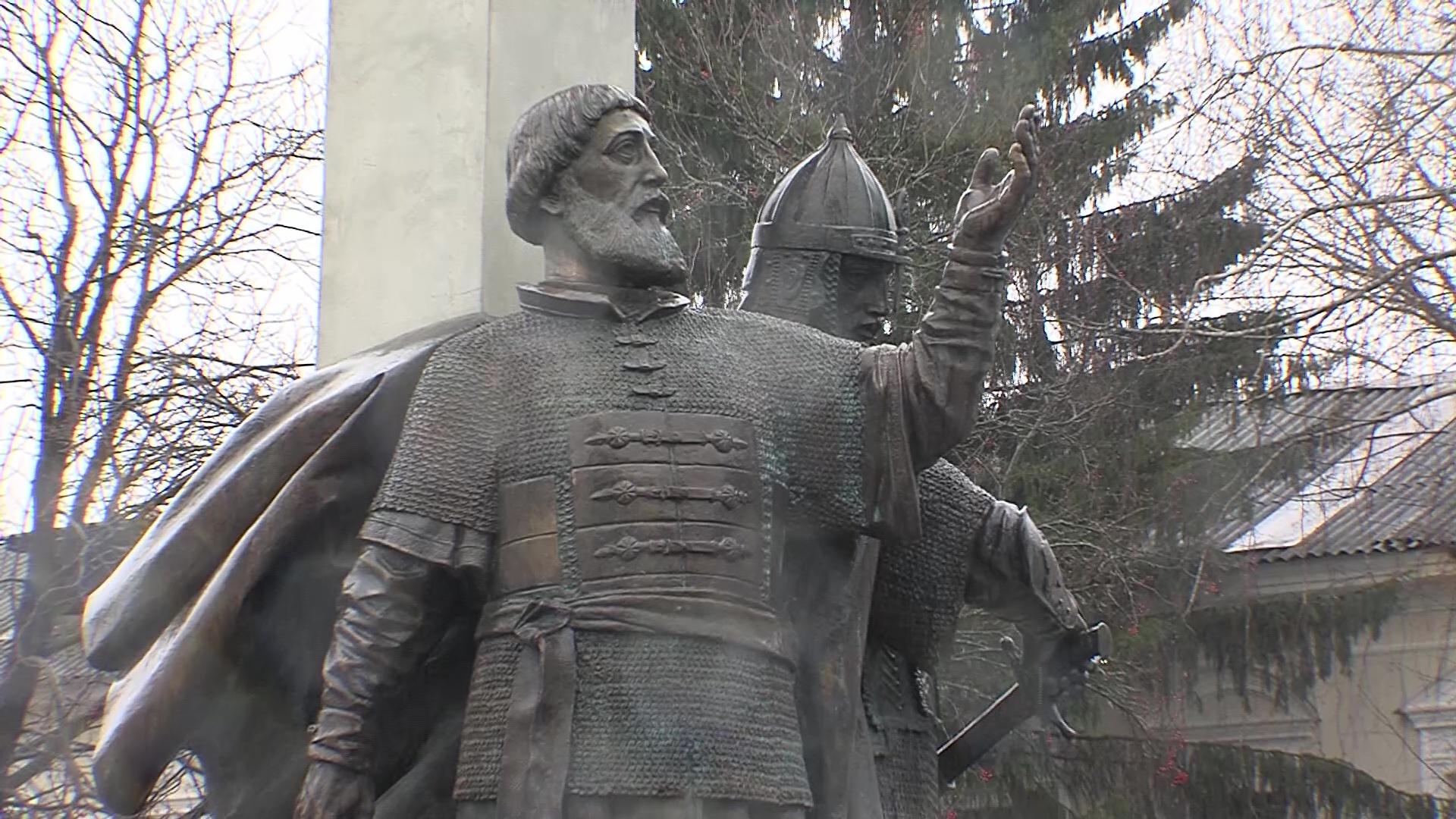 Новый памятник и праздничные литургии: в Ярославле отпраздновали День народного единства