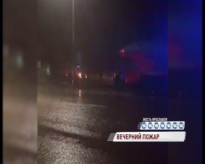 На окружной дороге в Ярославле загорелось кафе