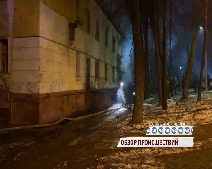 В Ярославле многоквартирный дом на Зелинского едва не выгорел дотла