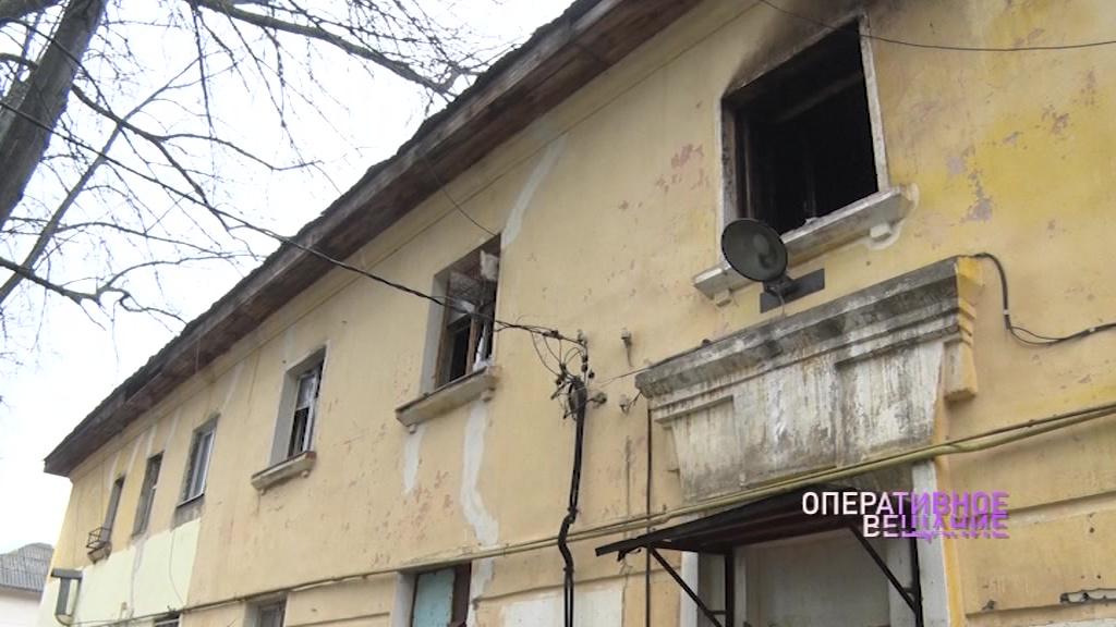 Пламя охватило единственный выход: на улице Зелинского в Ярославле горел двухэтажный дом