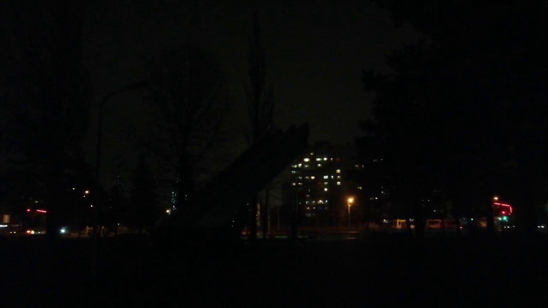 В мэрии рассказали, почему в парк 30-летия Победы погрузился во мрак