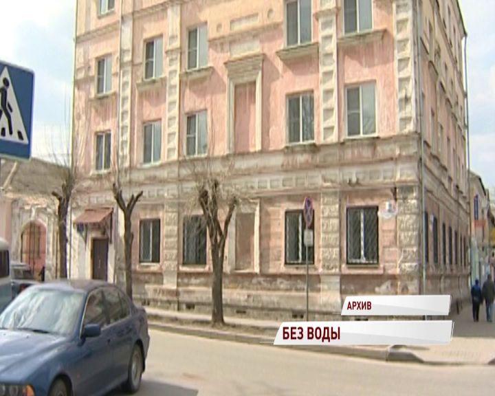 В Рыбинске коммунальщики устраняют аварию на Орджоникидзе