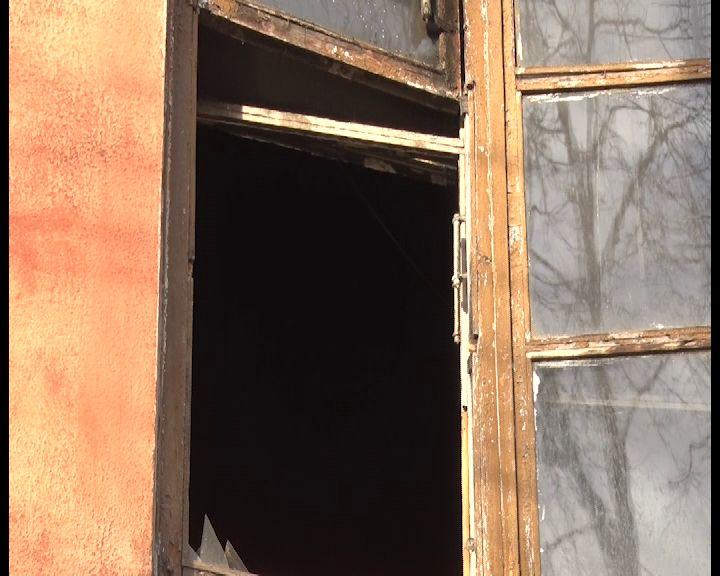 «Сидим как на пороховой бочке»: в Ярославле в многоквартирном доме едва не сгорели люди