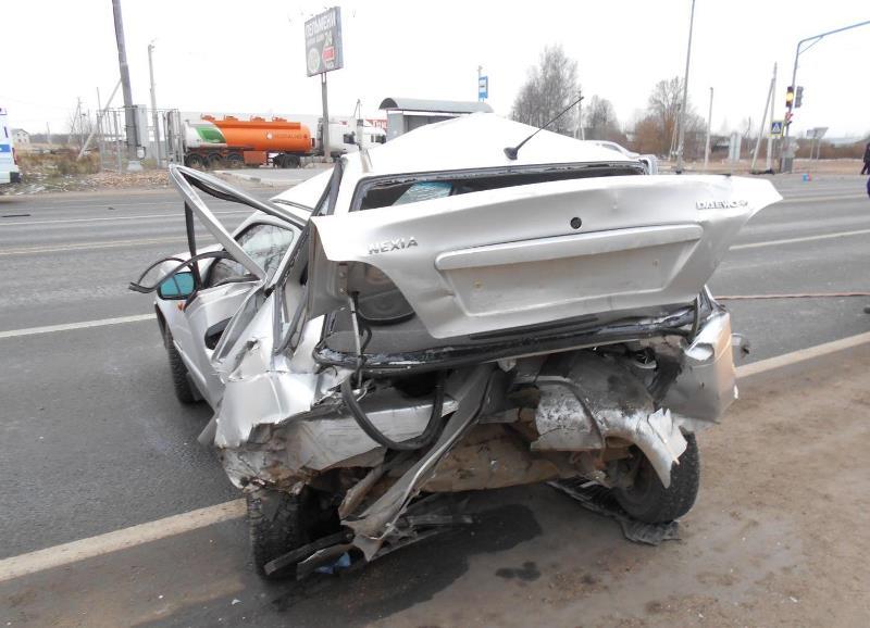 В Ростовском районе «Тойота» влетела в стоящее авто. Погиб человек