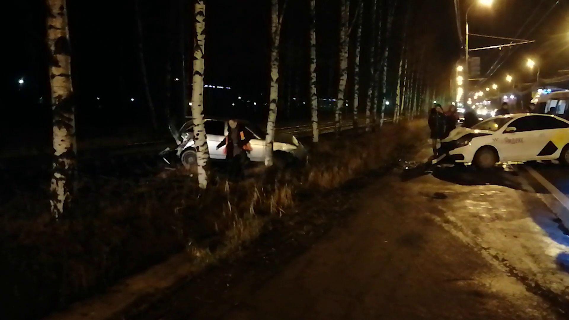 В Брагине две легковушки парализовали движение трамваев