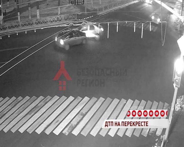 В Ярославле столкнулись две легковушки: четверо пострадали