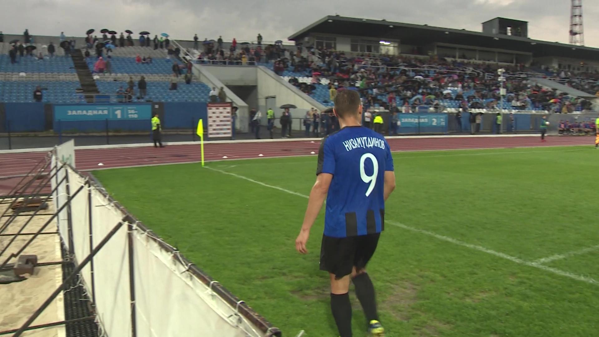 Эльдар Низамутдинов стал лучшим футболистом первой части сезона по версии поклонников