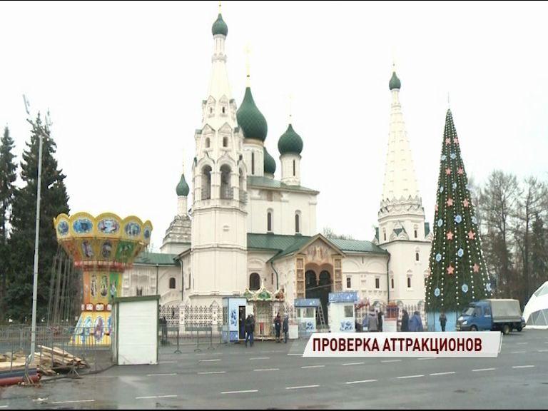 Новый год близко: на Советской площади начался монтаж аттракционов