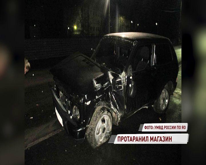 В Переславле пьяный водитель влетел в магазин: его пассажирка в больнице