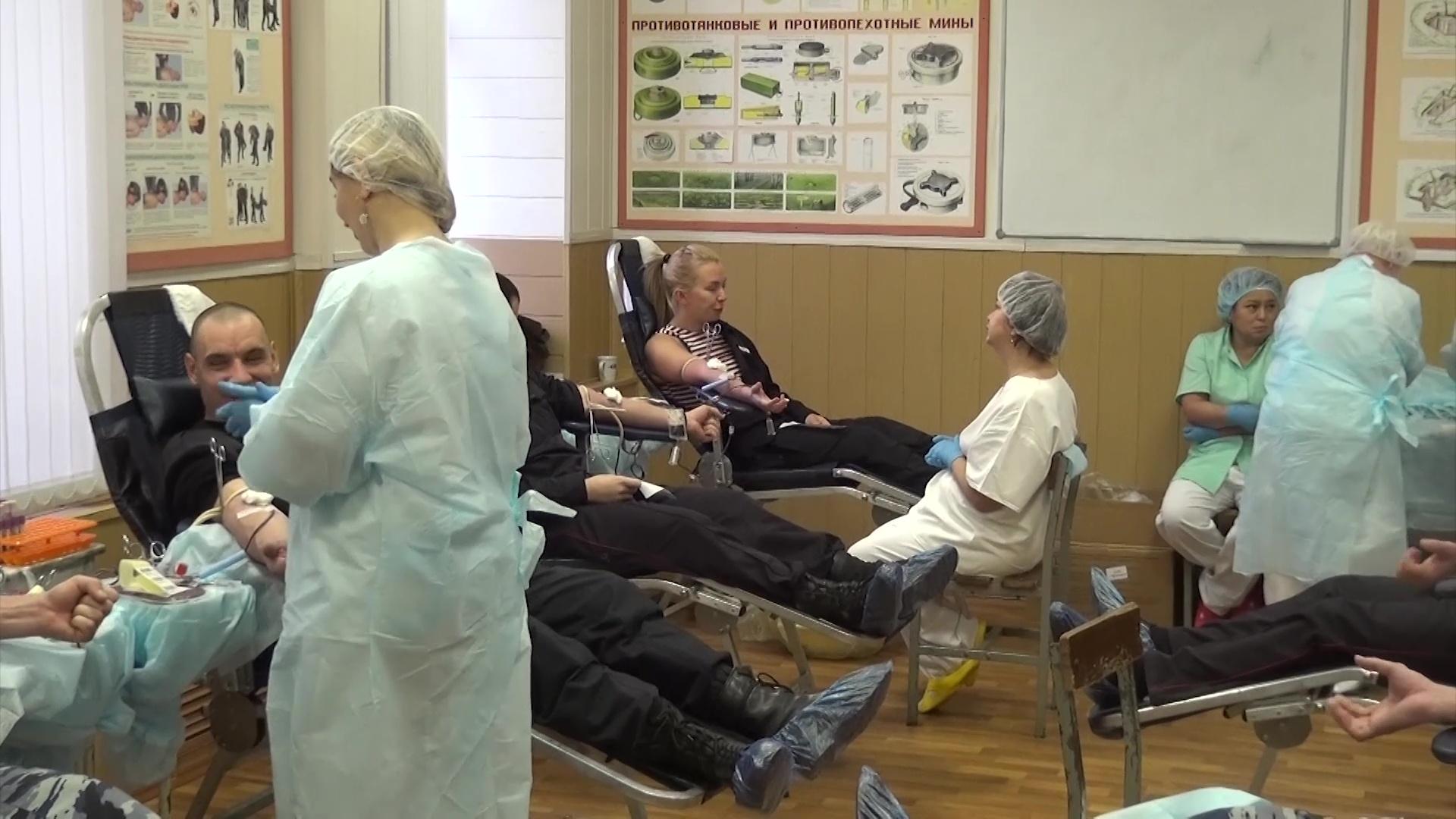 Сотрудники Росгвардии сдали 20 литров донорской крови