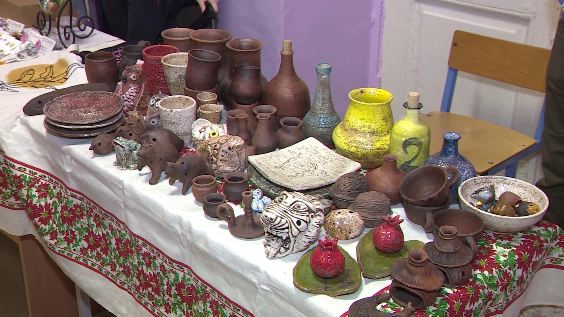 В доме творчества Красноперекопского района перед Новым годом прошел благотворительный аукцион
